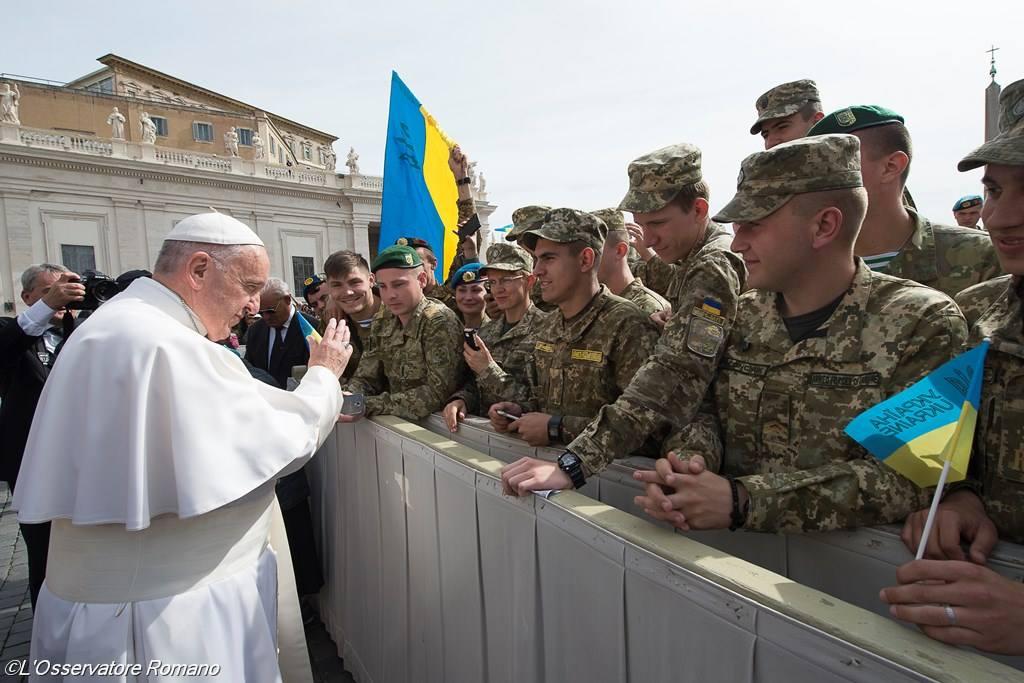 С Вами Бог! Папа Франциск благословил украинских военных