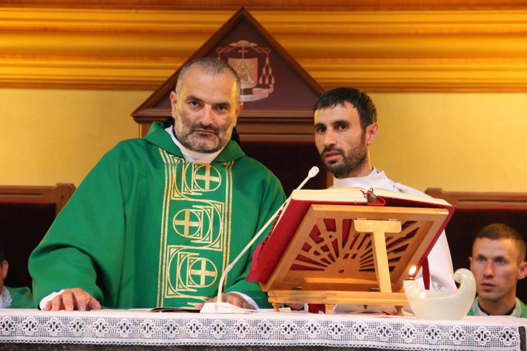 Отец Ханна Искандар и Элиас Сассин