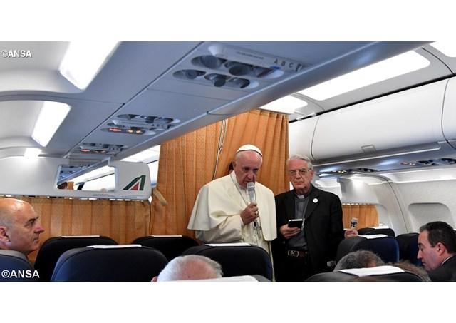 Розмова Папи Франциска з журналістами під час поверення з Вірменії